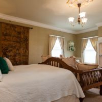 A look at the luxurious Rutherford Room at Churchill Manor