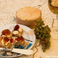 Wine and Appetizers Thinkstock